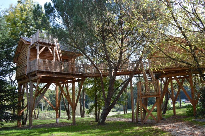 Vacances en cabane dans les arbres en Gironde